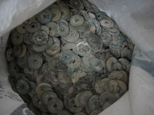 tiền cổ số lượng lớn được tìm thấy